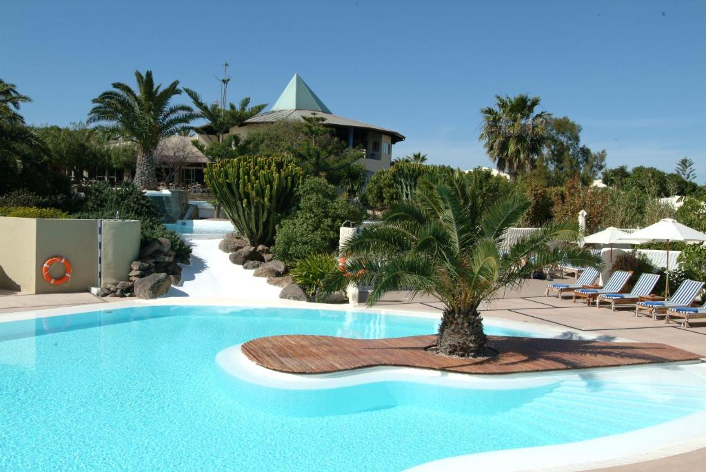 Basen w obiekcie Hotel THe Risco Del Gato Suites lub w pobliżu