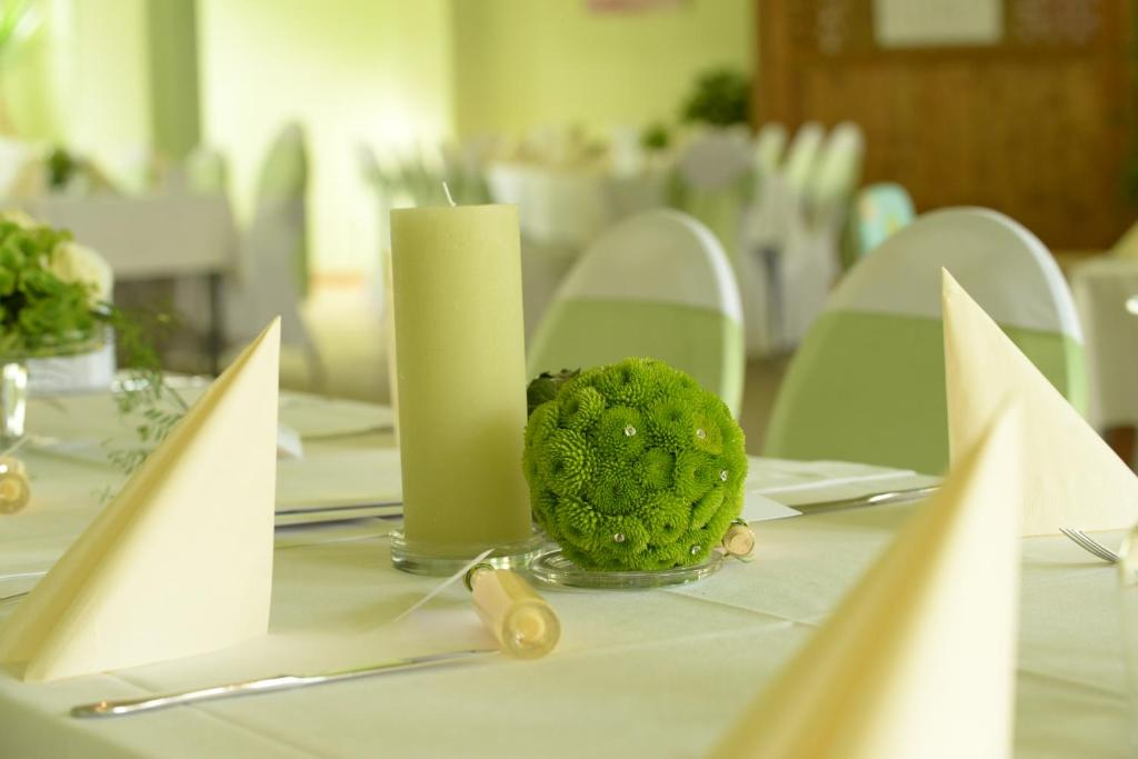 Restauracja lub miejsce do jedzenia w obiekcie Pension Zum Hirsch