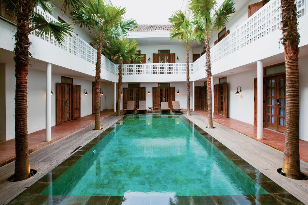 Het zwembad bij of vlak bij Adhisthana Hotel Yogyakarta