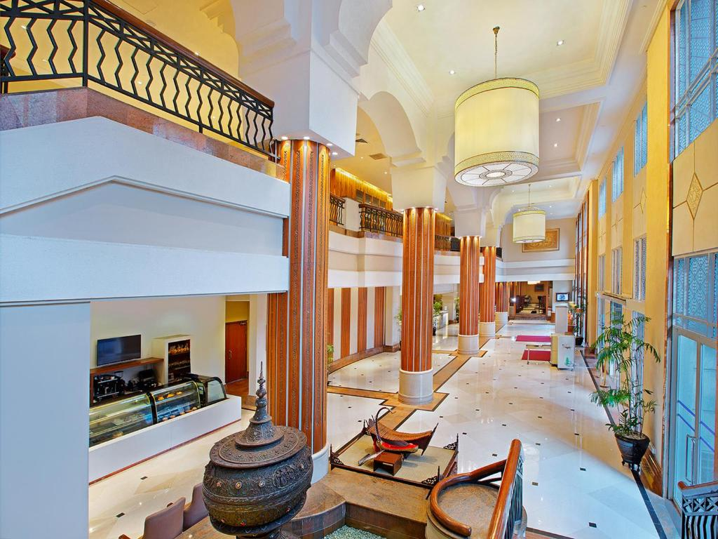 The lobby or reception area at PARKROYAL Yangon
