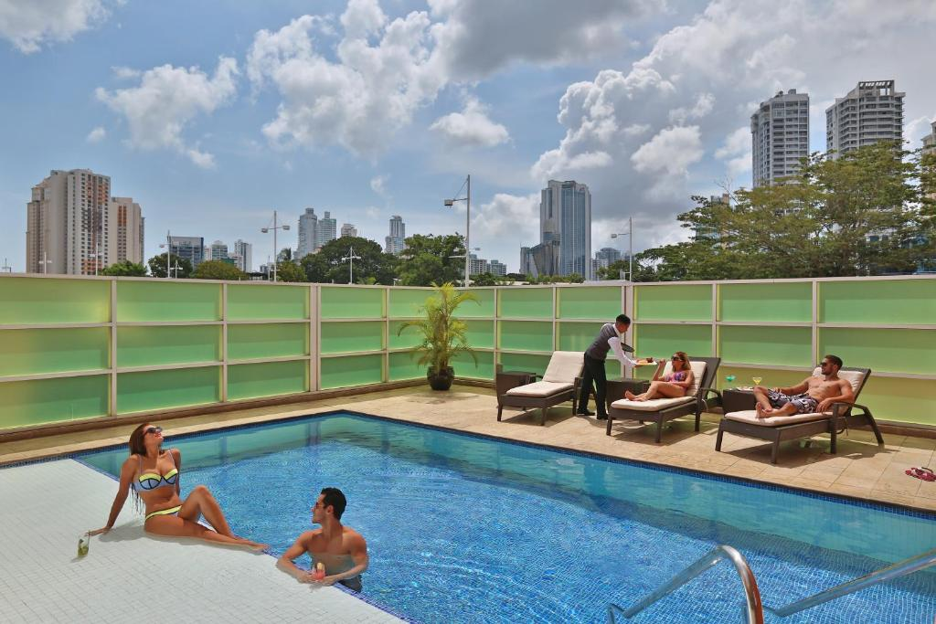 The swimming pool at or near Courtyard by Marriott Panama Multiplaza Mall