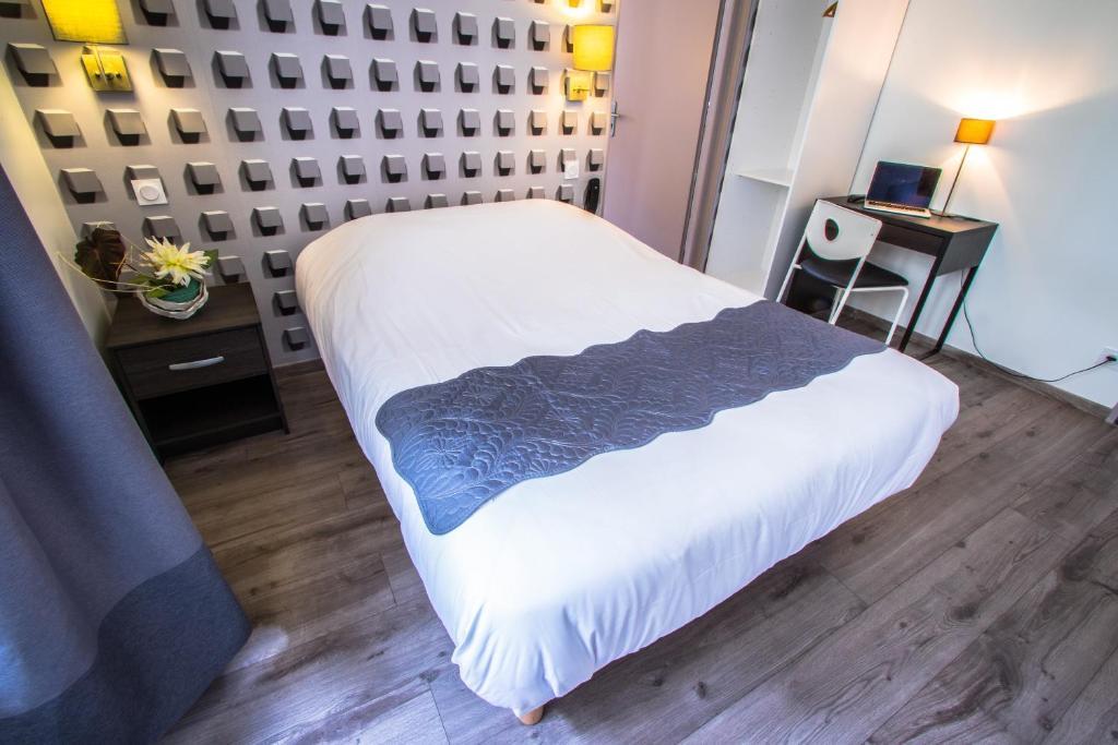 Un ou plusieurs lits dans un hébergement de l'établissement Théâtre Hôtel Chambéry