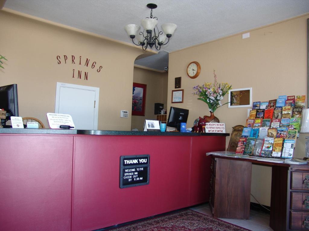 The lobby or reception area at Springs Inn