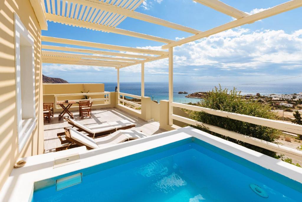 Het zwembad bij of vlak bij Silene Villas