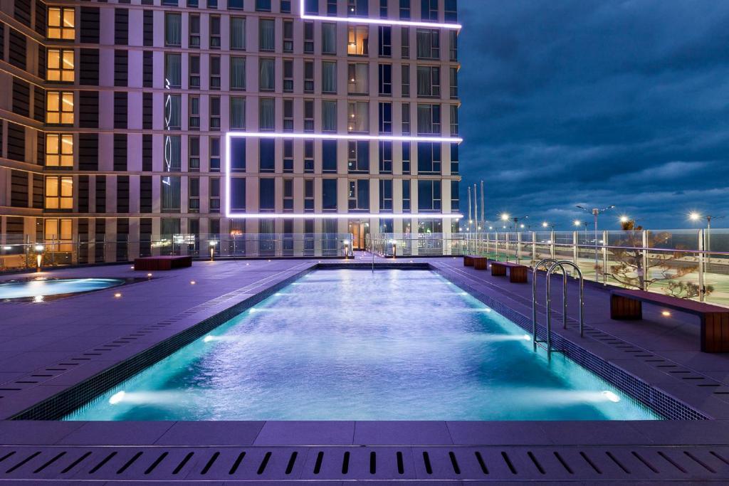Der Swimmingpool an oder in der Nähe von Hotel Regent Marine The Blue
