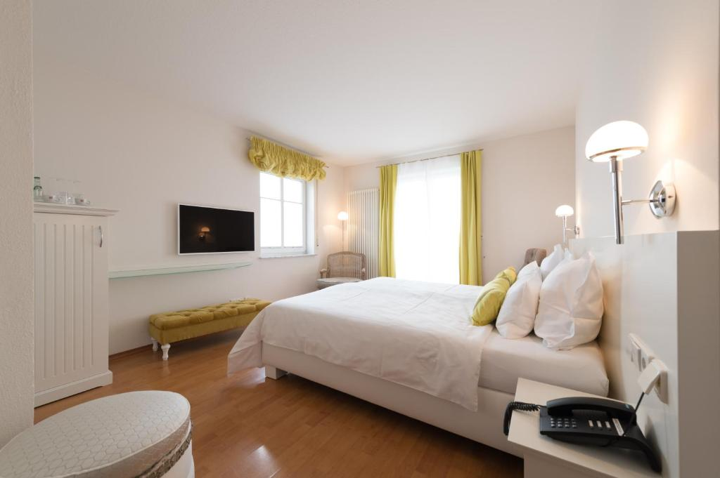 A bed or beds in a room at Hotel Villa Seeschau - Adults only