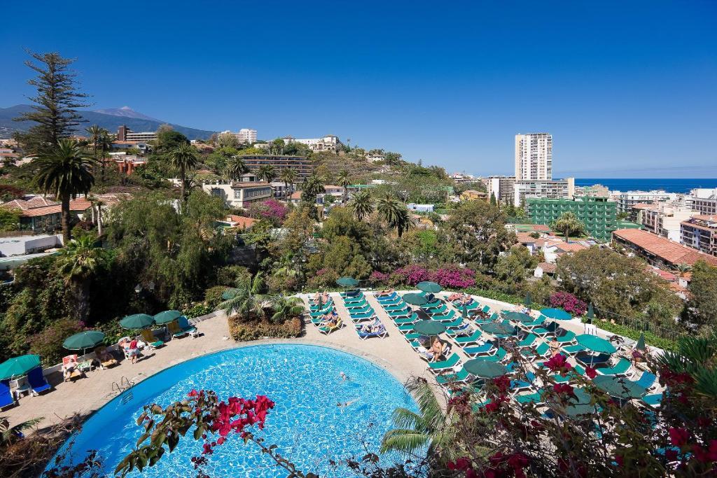 Uitzicht op het zwembad bij Hotel El Tope of in de buurt
