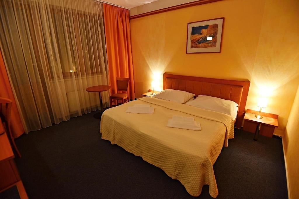 Cele mai bune hoteluri și locuri de cazare disponibile în apropiere de Altıntaş, Turcia