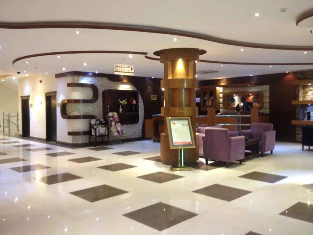 O saguão ou recepção de Dorar Darea Hotel Apartments - Al Nafl