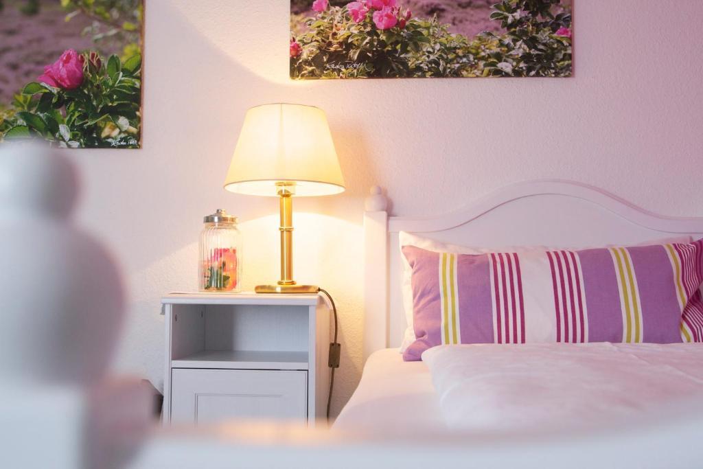 Ein Bett oder Betten in einem Zimmer der Unterkunft Mein Inselhotel