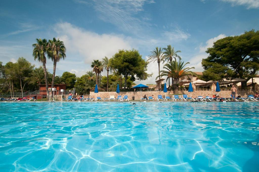 Het zwembad bij of vlak bij Camping Vilanova Park