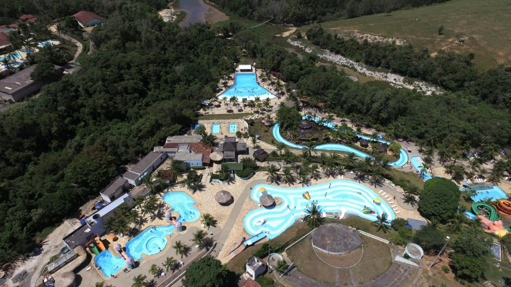 Uma vista aérea de Acquamarine Park Hotel