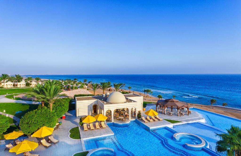 Ein Blick auf den Pool von der Unterkunft The Oberoi Beach Resort, Sahl Hasheesh oder aus der Nähe