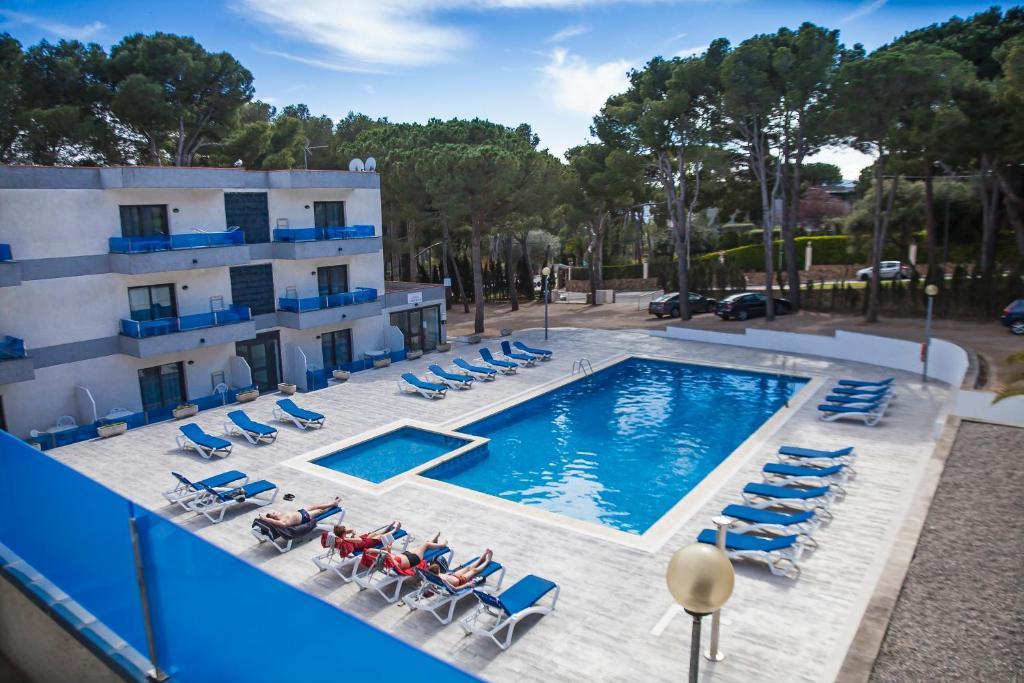 Het zwembad bij of vlak bij RVHotels Apartamentos Treumal Park