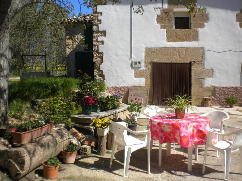 Um restaurante ou outro lugar para comer em Casa Legaria