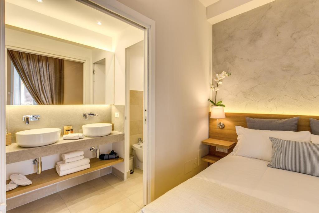 A bathroom at The Spanish Suite Campo de' Fiori