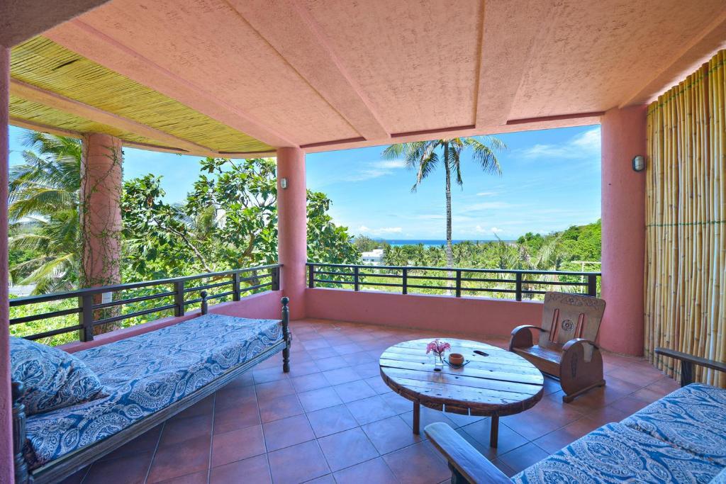 A balcony or terrace at Biancas Garden Apartment