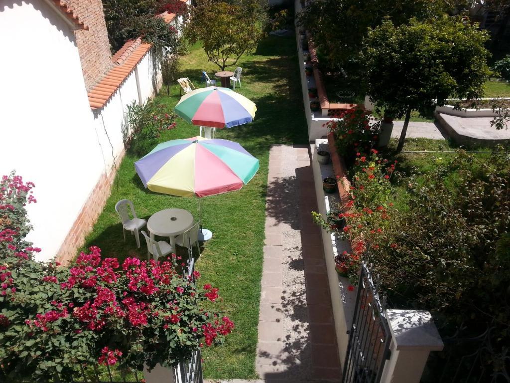 Vista de la piscina de Villa Oropeza Guest House o alrededores