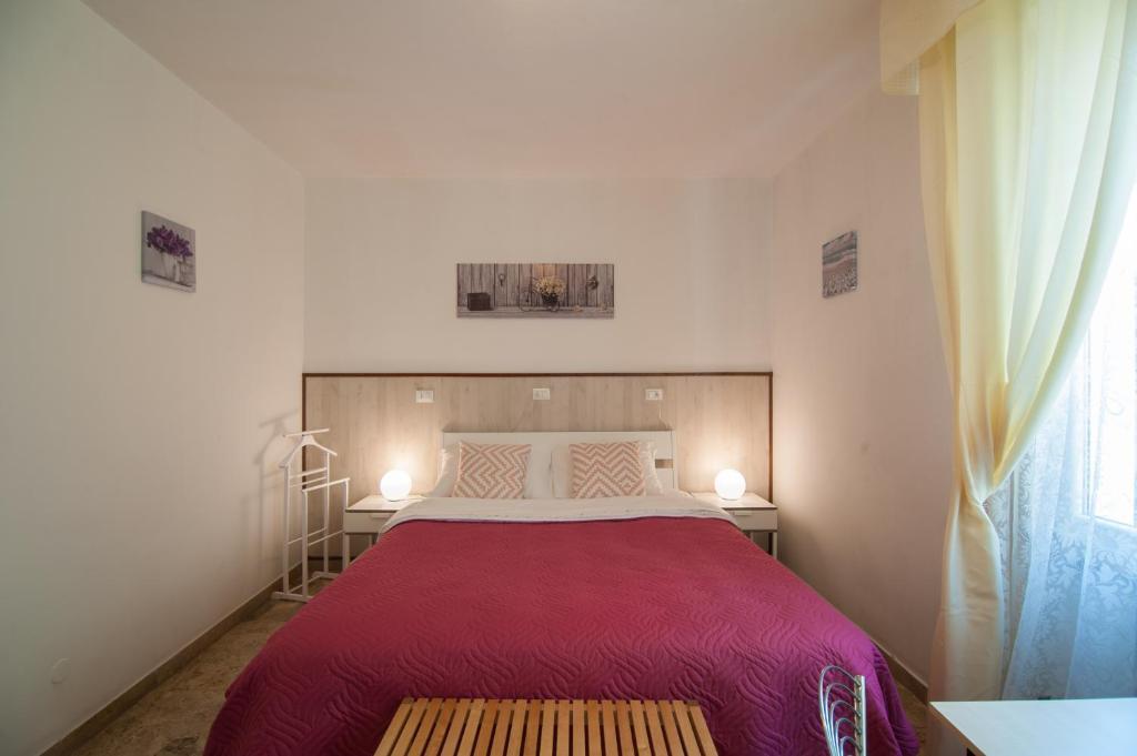 Cama ou camas em um quarto em 216 Venice