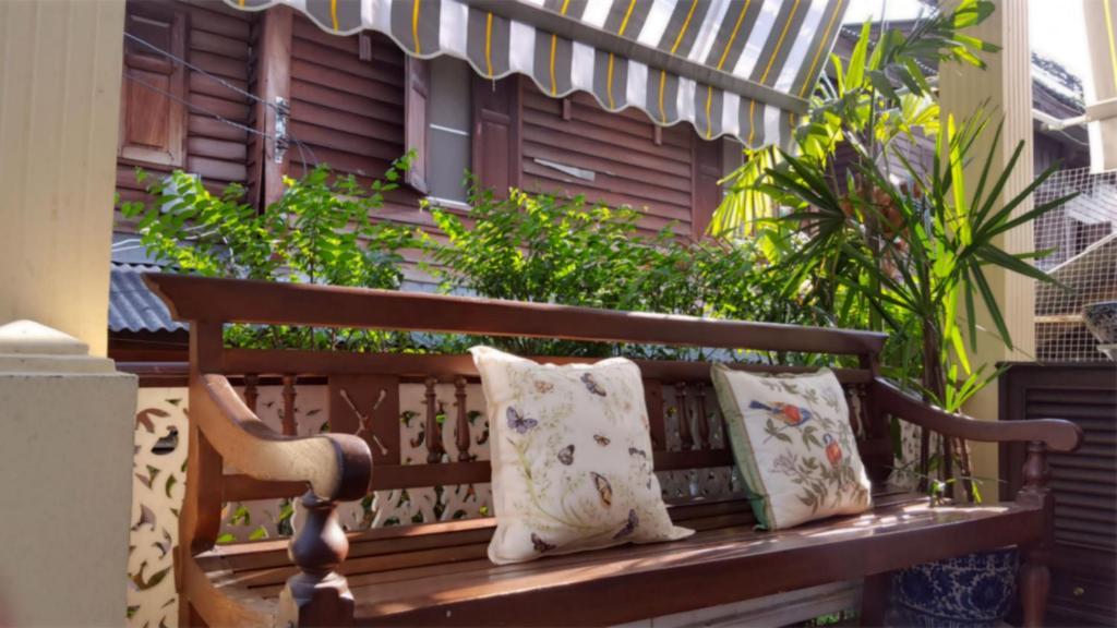 Een zitgedeelte bij Villa Mungkala