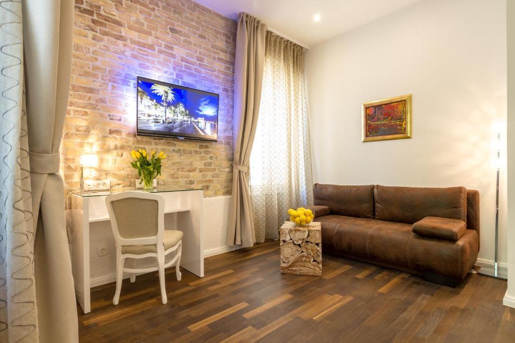 A seating area at Pellegrini Luxury Rooms
