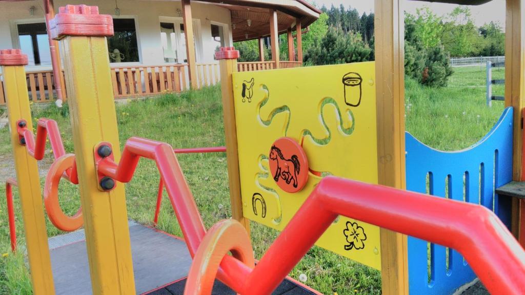 Herní místnost nebo prostor pro děti v ubytování Farma Slunečný Dvůr