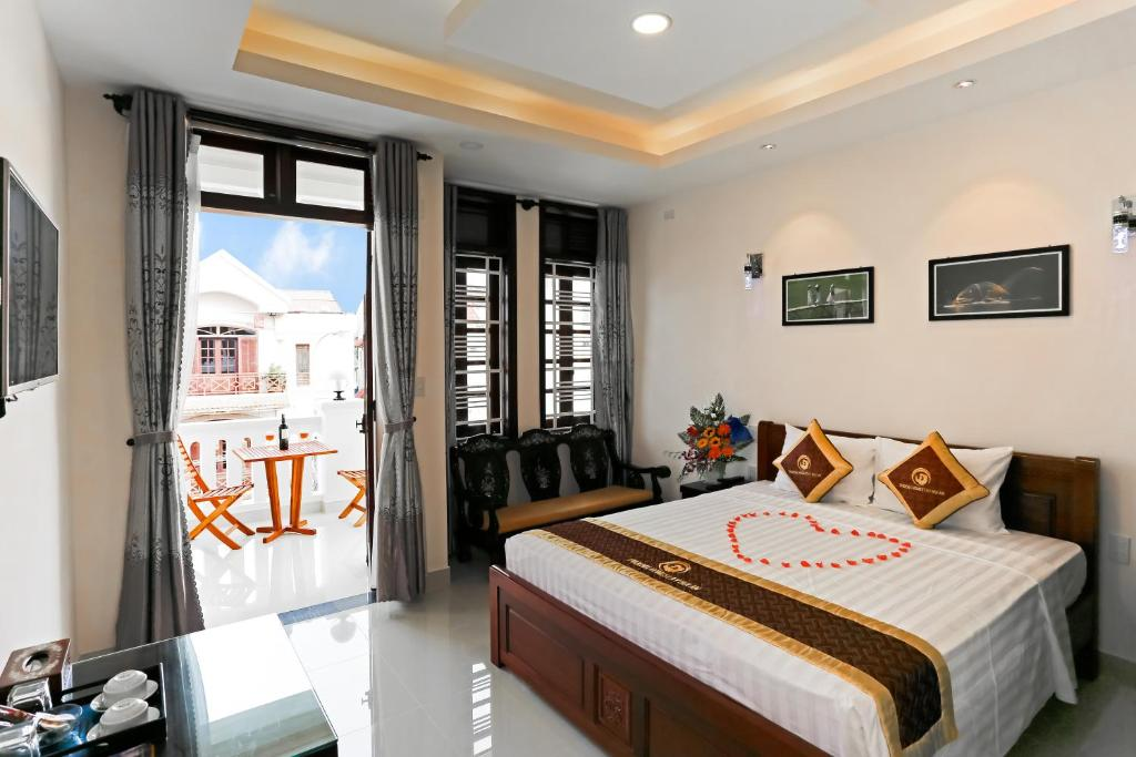 A bed or beds in a room at Phoenix Homestay