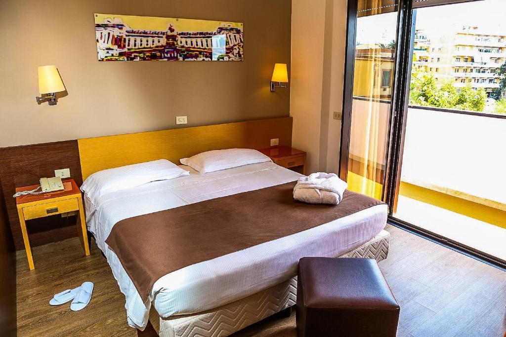A bed or beds in a room at Hotel Sisto V