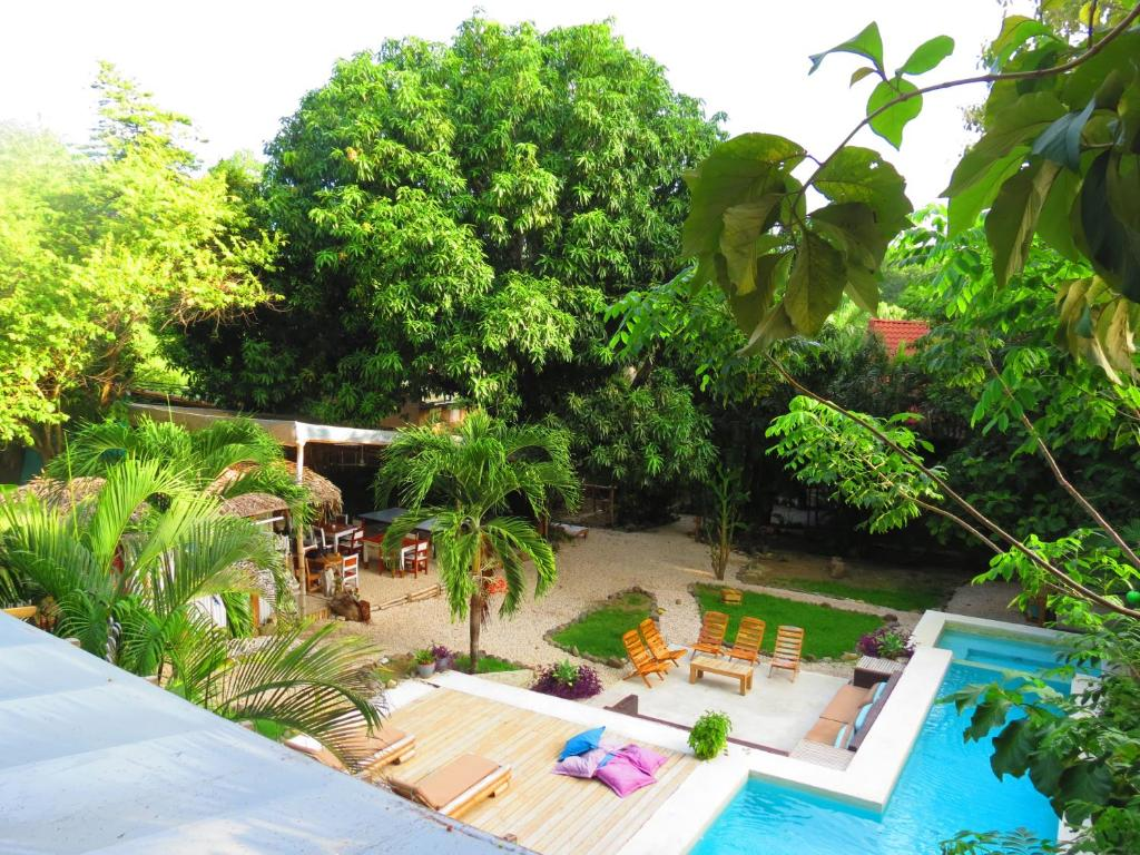 A view of the pool at Griss Lodge & Villas or nearby