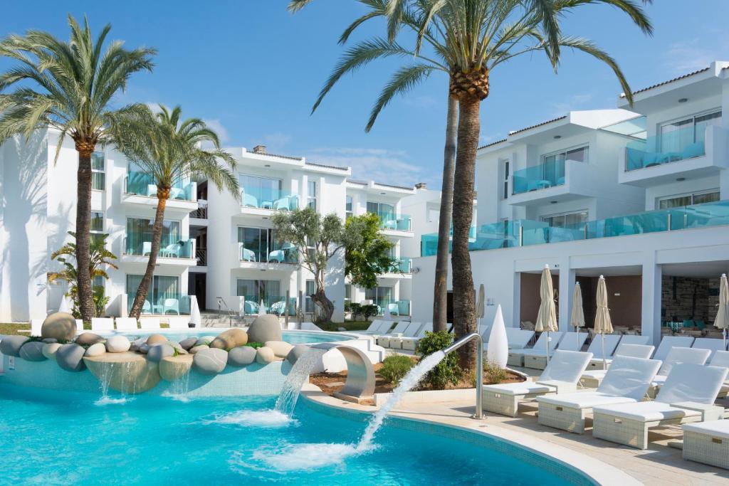 Basen w obiekcie MarSenses Puerto Pollensa Hotel & Spa lub w pobliżu