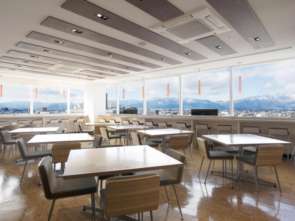 A restaurant or other place to eat at Premier Hotel Cabin Matsumoto