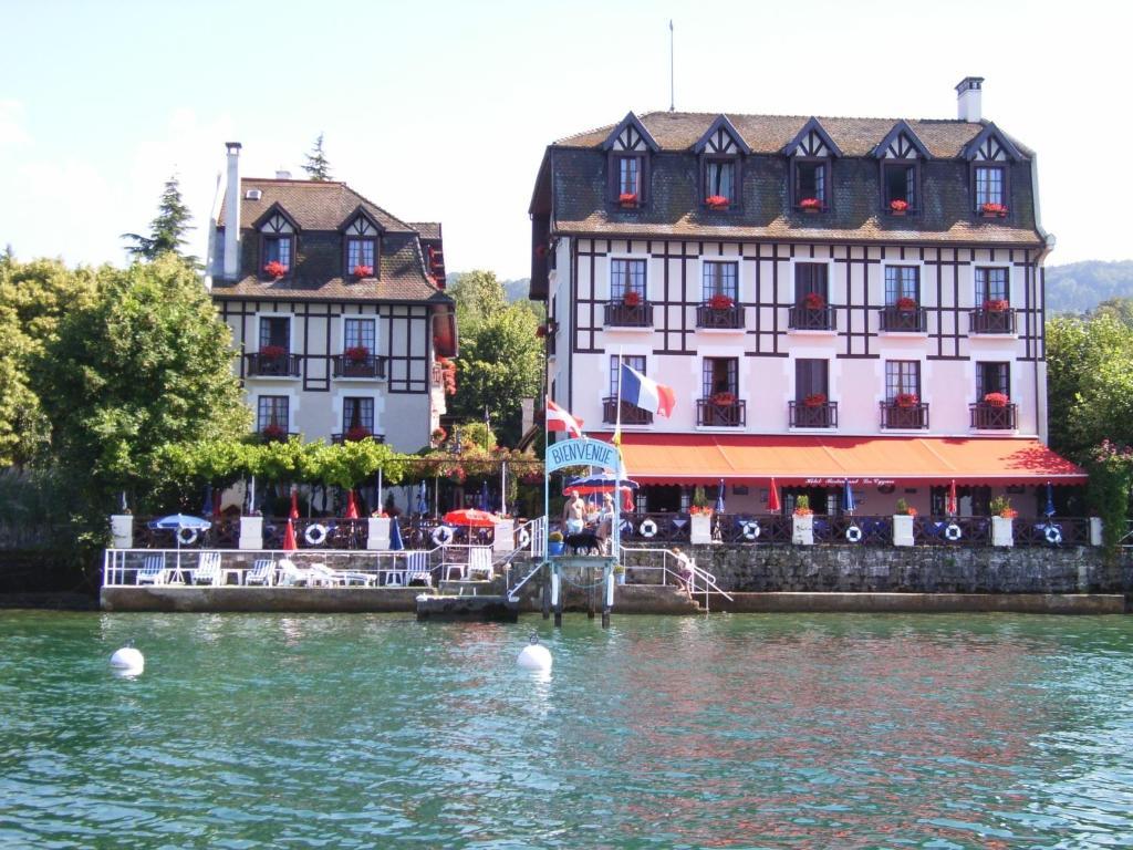 Les Cygnes Evian-les-Bains, France