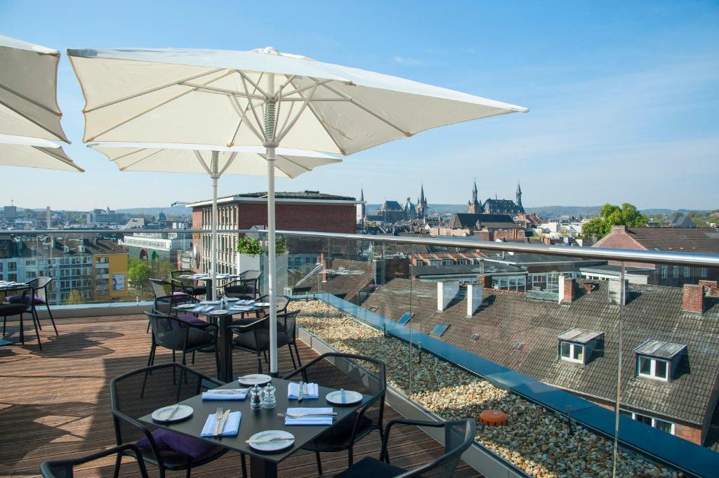 Een restaurant of ander eetgelegenheid bij INNSiDE by Meliá Aachen