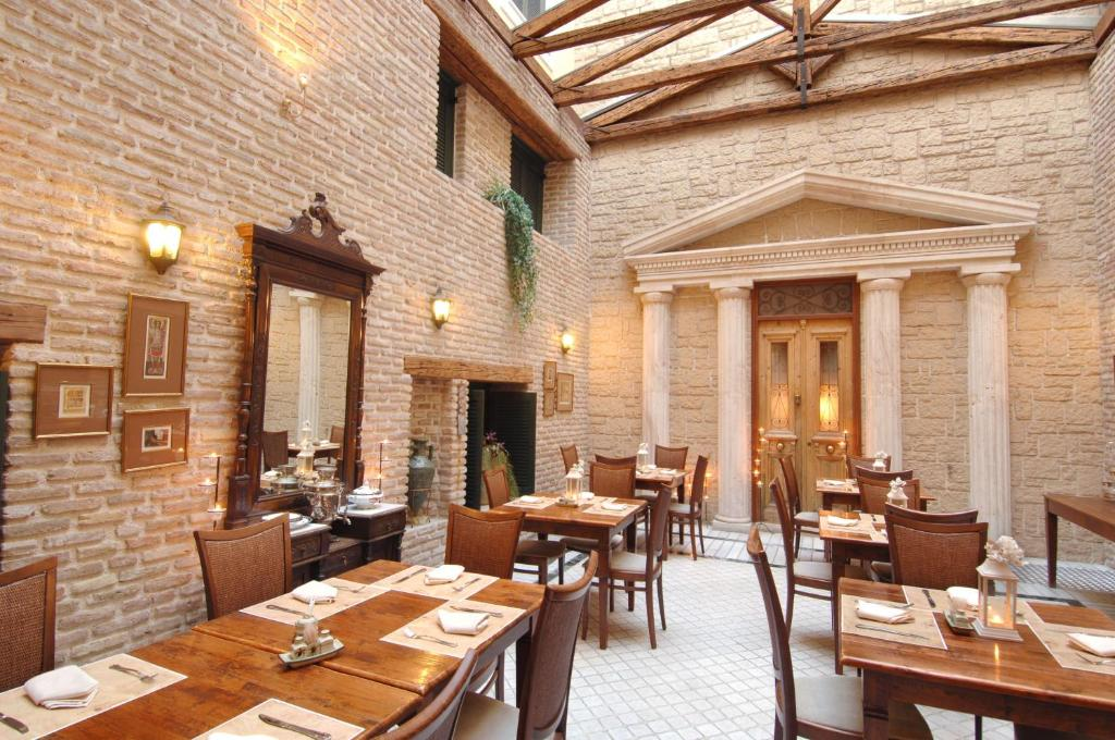 A restaurant or other place to eat at Hotel Byzantino