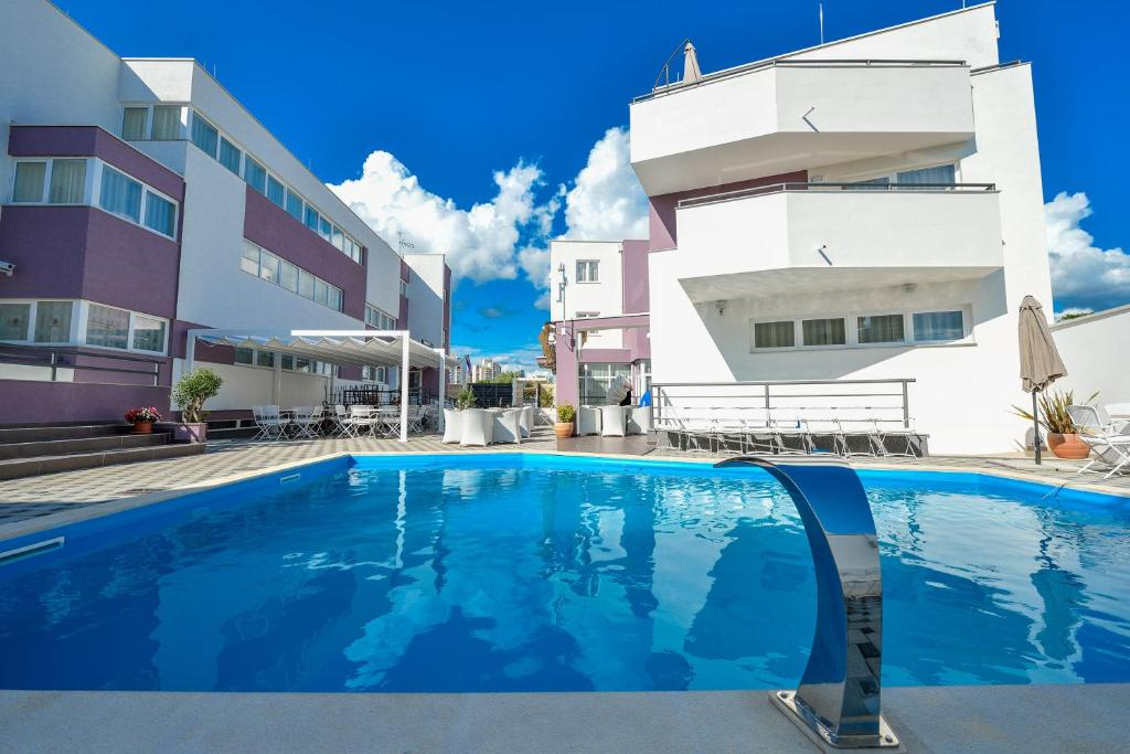 The swimming pool at or close to Hotel ZaDar