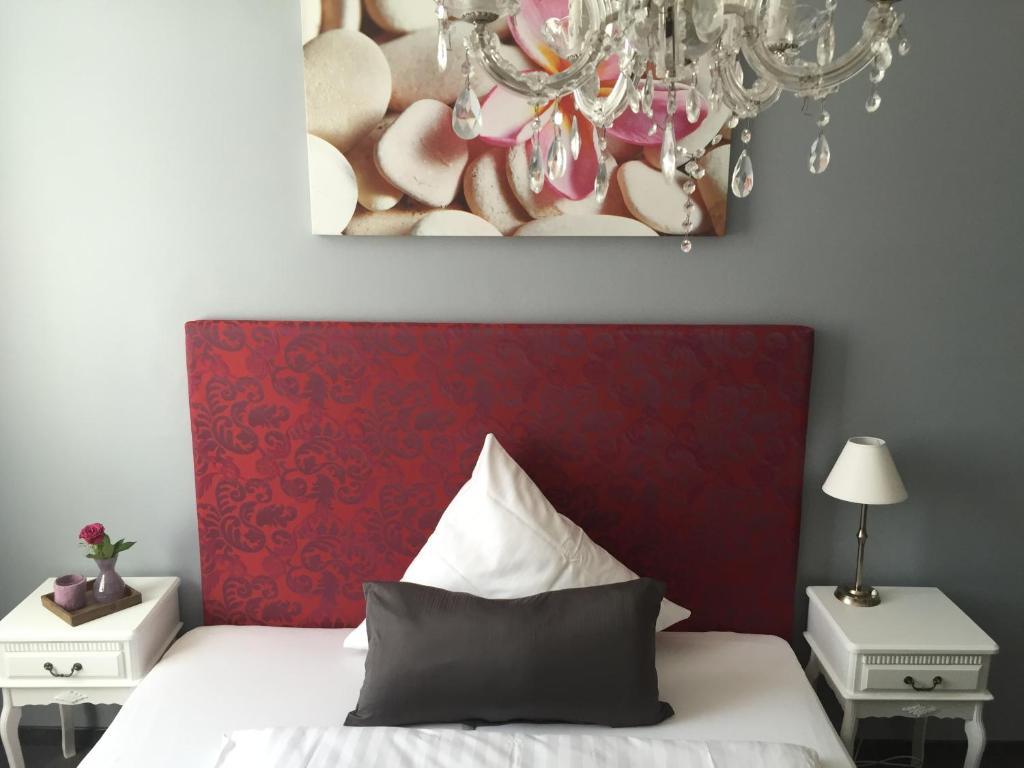 Een bed of bedden in een kamer bij Hotel Heddernheimer Hof