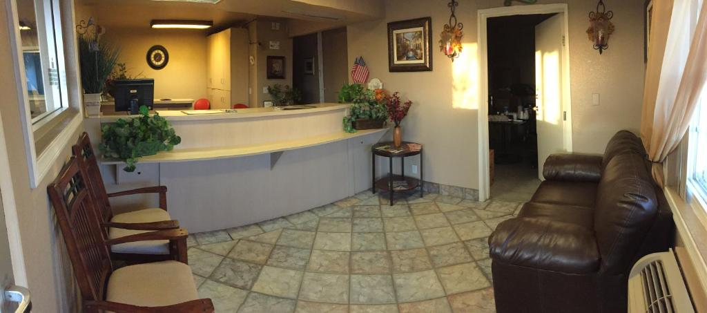 The lobby or reception area at Hilltop Inn & Suites