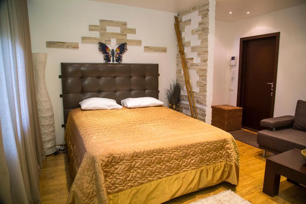 Кровать или кровати в номере Apartment on Vesny, 7a by KrasStalker