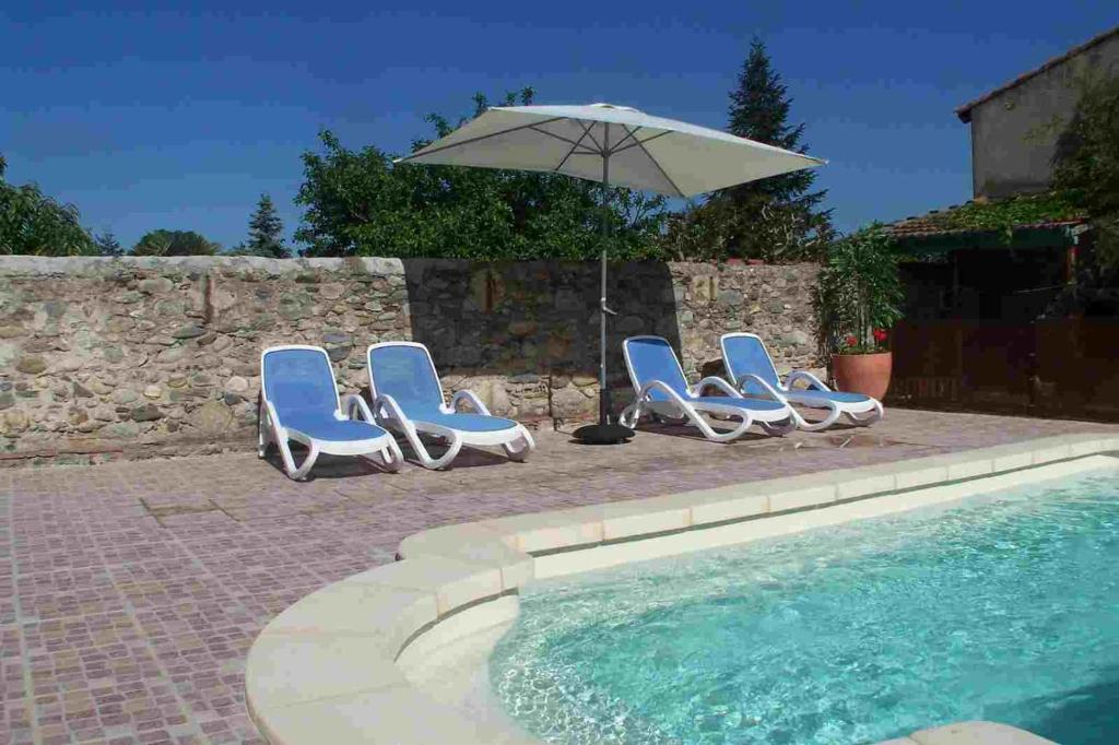 The swimming pool at or near Maison 225