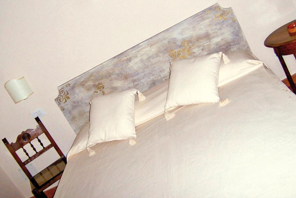 A bed or beds in a room at Casale Del Colle | Perugia