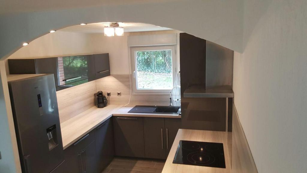 A kitchen or kitchenette at Cite Espace Apartment