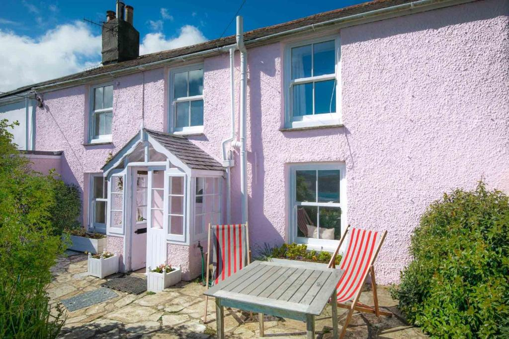 Camellia Cottage in Saint Mawes, Cornwall, England