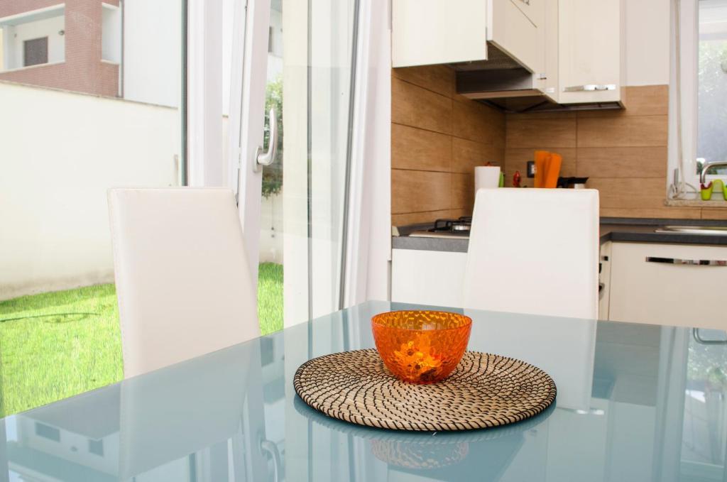 A kitchen or kitchenette at Sun Garden l.t.
