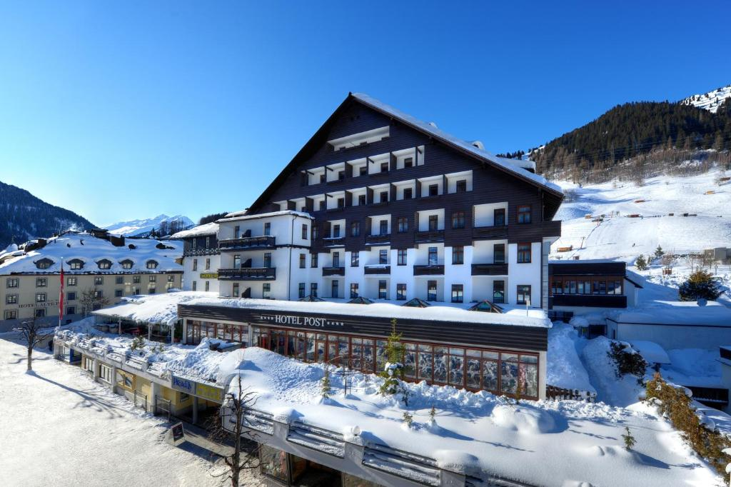 Hotel Post during the winter