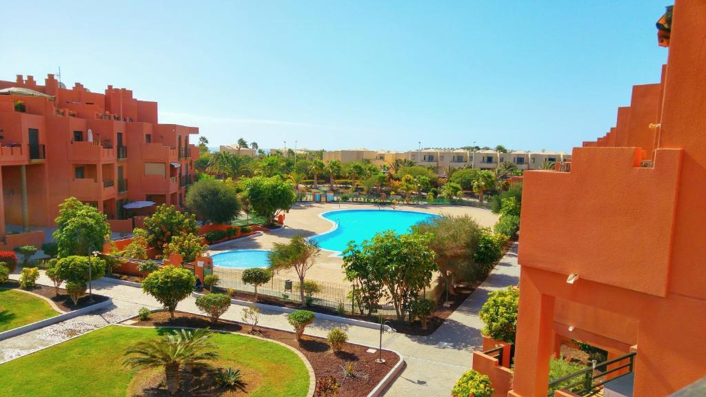A view of the pool at Apartamentos Sotavento - Playa La Tejita - El Médano or nearby