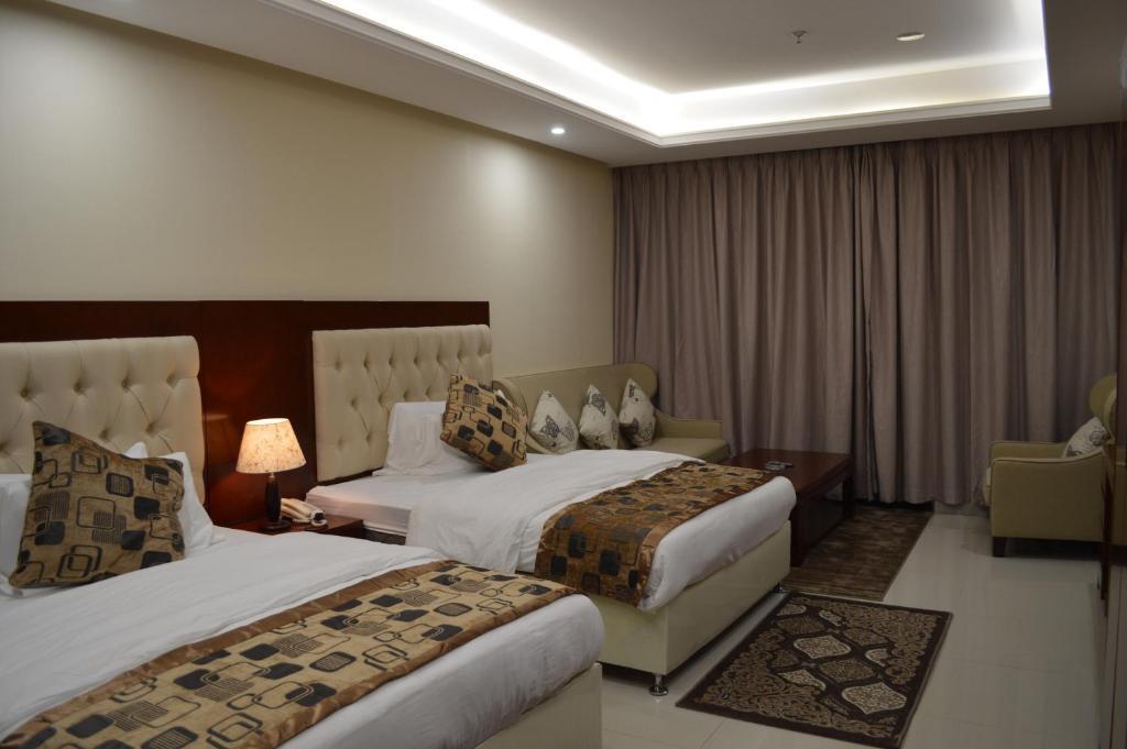 Um quarto em Dar Al Wedad Hotel