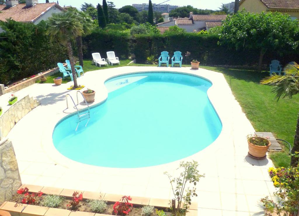 The swimming pool at or near Villa Le Bon Temps
