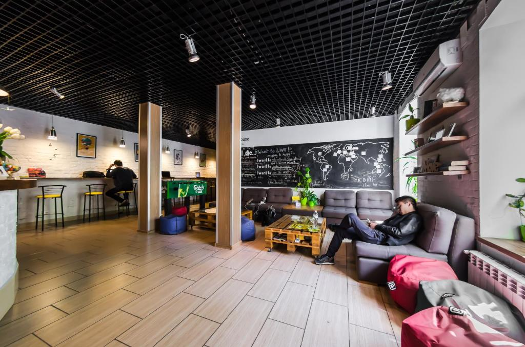 The lounge or bar area at DREAM Hostel Kyiv