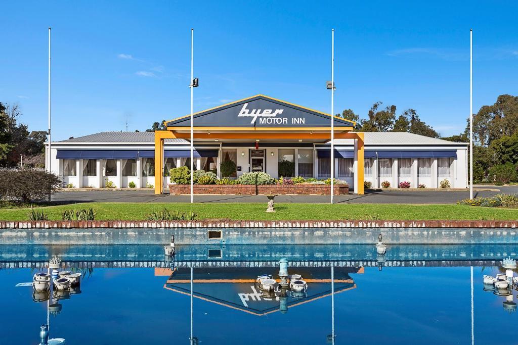 Byer Fountain Motor Inn