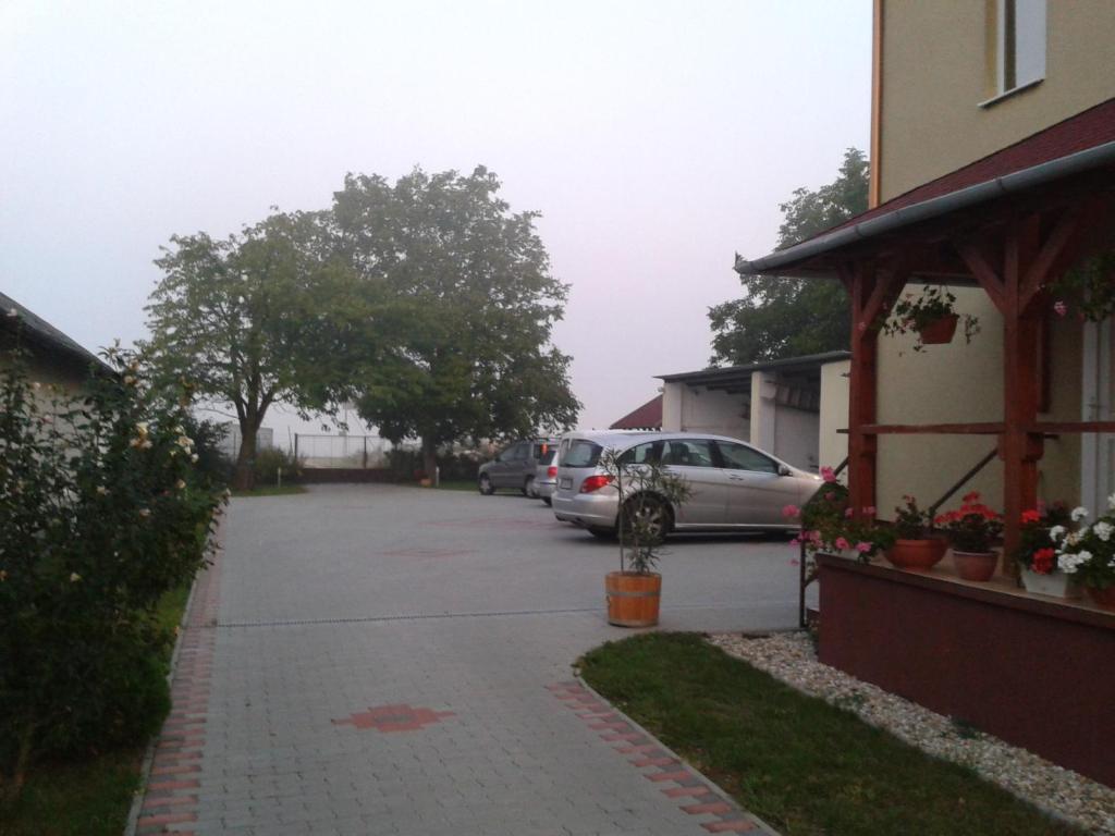 The surrounding neighborhood or a neighborhood close to a vendégházakat